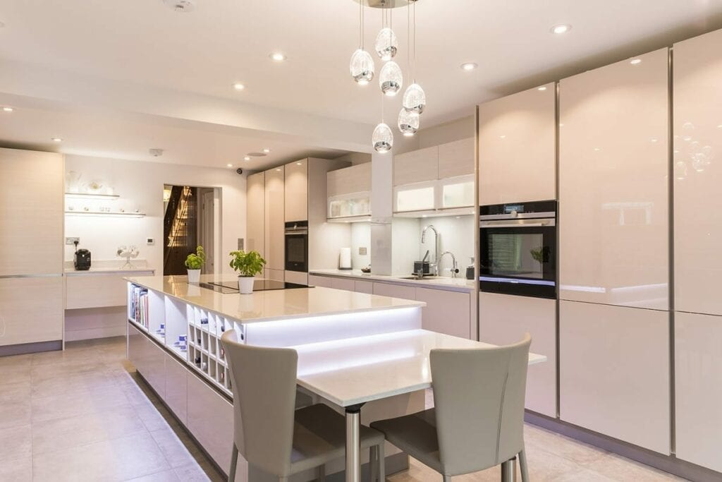 Cashmere Gloss Lacquer Kitchen Finish | Daval Client Site, Wansford